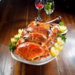 【四隻煮熟的麵包蟹海鮮拼盤】給餐館的好用素材