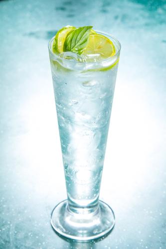 【清澈的凍青檸水加冰和薄荷】的美饌素材畫像