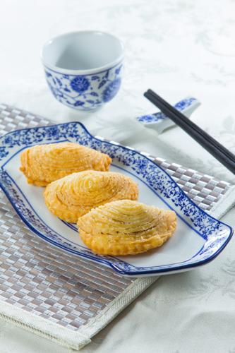 【三件傳統中式點心叉燒酥】飲食業專用素材圖像
