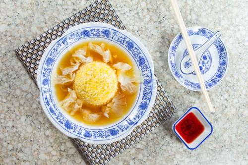 【中式宴會菜紅燒花膠魚翅配蛋白炒飯】的餐飲業界向產品