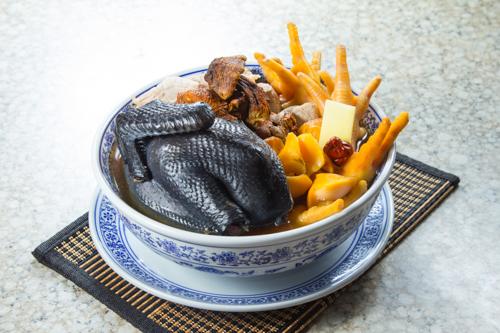 【滋補養顏湯水響螺頭牛肝菌烏雞湯】飲食業專用素材圖像