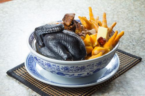 【滋補養顏湯水響螺頭牛肝菌烏雞湯】專業食物攝影師的圖片庫