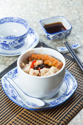 【港式早餐豉椒排骨鳳爪原盅蒸飯】專業食物攝影師的圖片庫