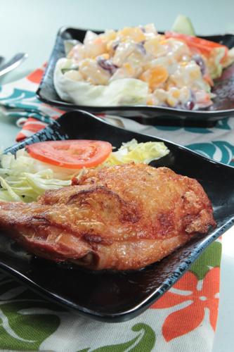 【茶餐廳風味炸雞髀配鮮果沙律】印刷級的美食相