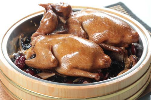 【木盤雲耳豉油燜燒乳鴿】比自己拍攝更便宜的食物相片方案