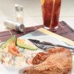 【茶餐廳下午茶系列原隻炸雞髀配鮮果沙律凍檸茶】飲食業專用素材圖像