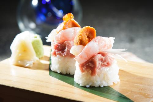 【海膽甜蝦吞拿魚茸創作壽司】大量美味畫像盡情用