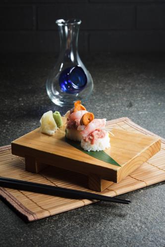 【海膽甜蝦吞拿魚茸創作壽司】專業食物攝影師的圖片庫