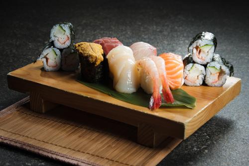 【三文魚海膽三文魚子赤貝帆立貝卷物壽司盛合】給餐館的零失敗好用素材