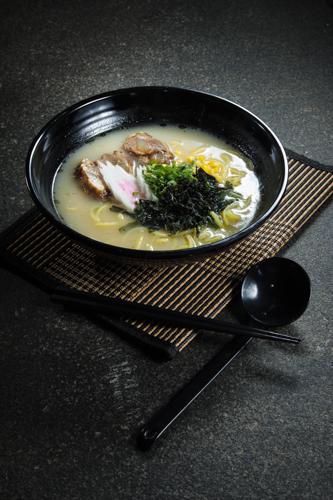 【長時間熬煮豬軟骨白湯日式拉麵】平到笑飲食業專用素材圖像