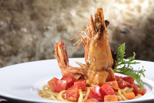 トマトとエビのゆでスパゲッティ