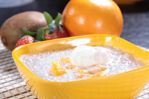 マンゴーココナッツサゴとバニラアイスクリーム