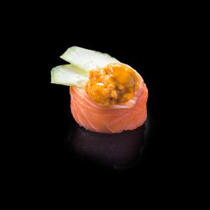 鮭ウニフラワーロール寿司の切抜き画像・食べ物写真素材・商用ダウンロード可