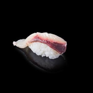 油甘魚壽司 黑色背景倒影版本的去背退地食物素材相片