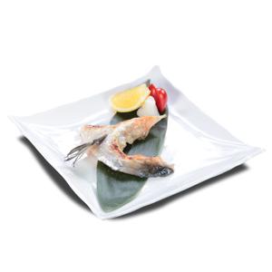烤三文魚魚骹的去背退地食物素材相片