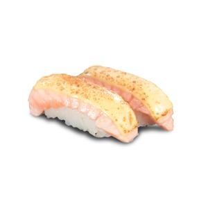 兩件芝士火炙三文魚壽司的去背退地食物素材相片
