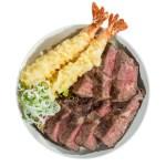 烤牛肉蝦天婦羅蓋飯的去背退地食物素材相片
