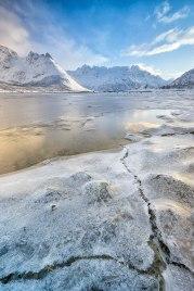 C R A C K E D   Lofoten   © Serdar Ugurlu