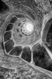Initiationsbrunnen | © Pari Comninos