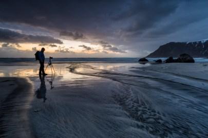 [ m a n i n t h e m i r r o r ] © serdar ugurlu | flakstad beach lofoten norway