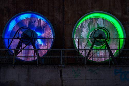 illuminierte Lüftungsschächte im Landschaftspark Duisburg Nord