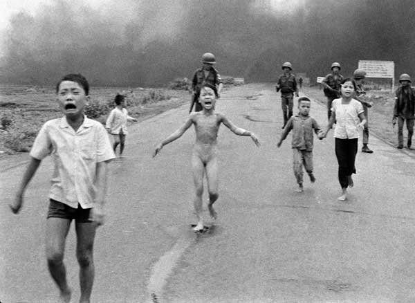 Photo by Pulitzer Prize Winner Nick Út: The naked and burning young girl Kim Phúc during the Vietnam War in 1972.