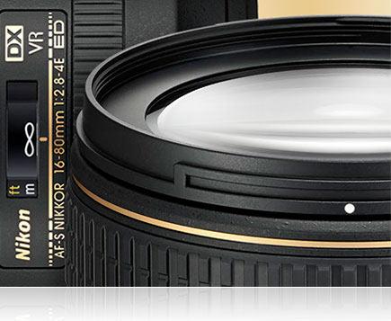 AF-S DX NIKKOR 16-80mm f/2.8-4E ED VR: Nonstick glass with protective fluorine coat