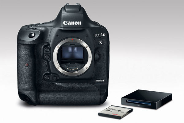 Canon EOS-1D X Mark II Premium Kit which includes a 64 GB CFast memory card and card reader