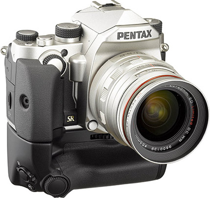 PENTAX KP, silver: D-BG7 Battery Grip
