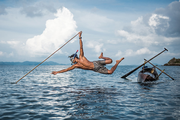 Award for the Most Popular Entry: Disappearing fishing method by Moken Dorte Verner (U.S.A.)
