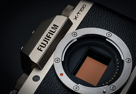 FUJIFILM X-T100, Dark Silver: 24.2 megapixel APS-C sensor