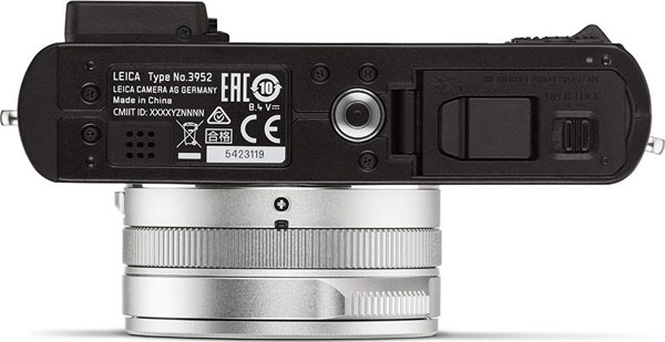 Leica D-Lux 7, bottom view