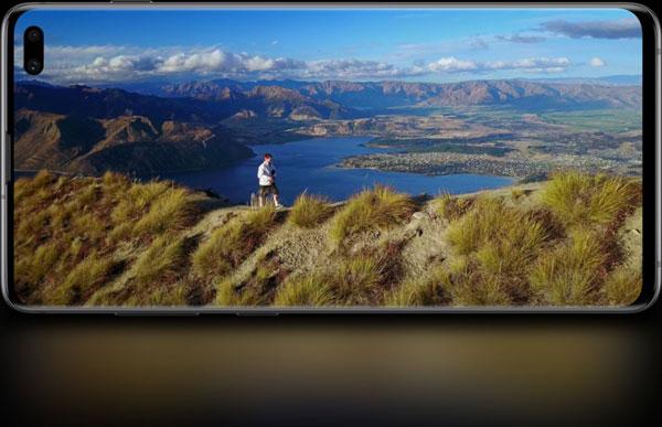 Samsung Galaxy S10: Cinematic Infinity Display: Image Courtesy of Samsung