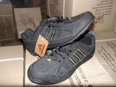 giày có treo tem