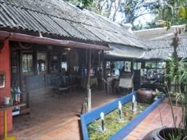TUNK KA CAFE ( トゥンカ・カフェ ) が見えます。