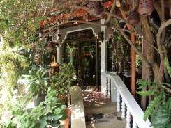 パトンビーチ・立地条件No.1ホテル-トロピカ バンガロー ホテルのエントランス&ロビー周り