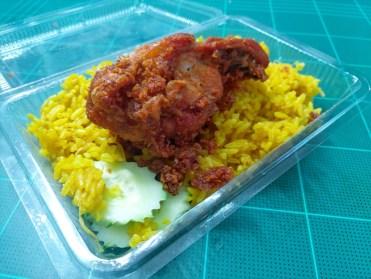 カオモックガイ( ข้าวหมกไก่、Khao mok gai ) / アサンハジャイ フライドチキン / ( Asan Hat Yai Fried chicken /อาซานไก่ทอดหาดใหญ่)