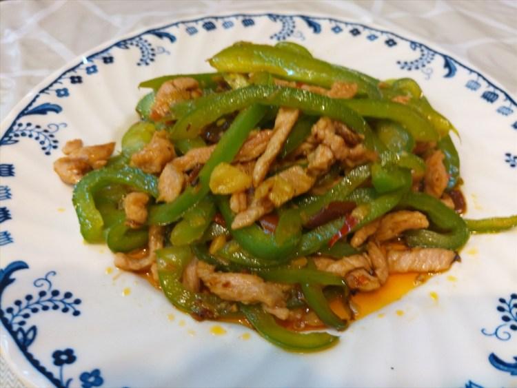 青椒肉絲 / 890 RESTAURANT / パトンビーチのローカル中華料理店