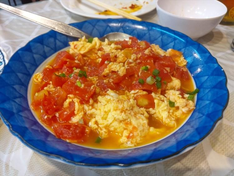 卵とトマトの炒め物 / 890 RESTAURANT / パトンビーチのローカル中華料理店