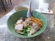 ゴーベンッ カオトム ヘン プーケット / Go Benz Khao Tom Heng Phuket ( โกเบ๊นซ์ข้าวต้มแห้งภูเก็ต ) / プーケットタウンのローカルレストラン