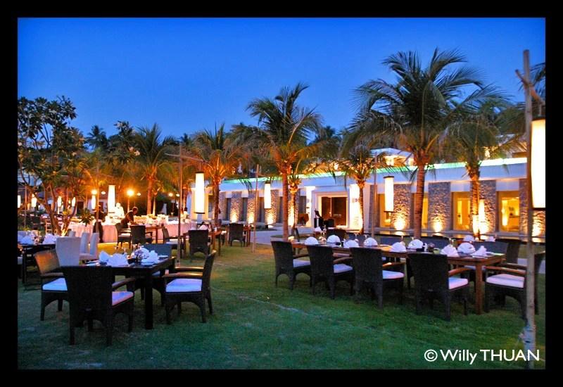the-racha-resort-dinner