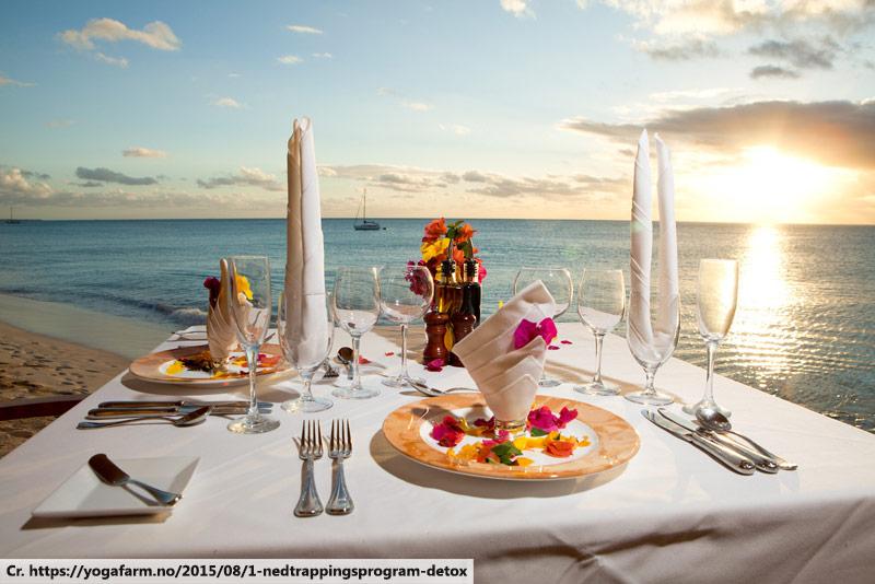 dinner on the beach, beach dining