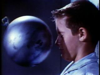 https://i2.wp.com/www.physics.montana.edu/demonstrations/video/1_mechanics/demos/pics/swingingbowlingball%201.jpg