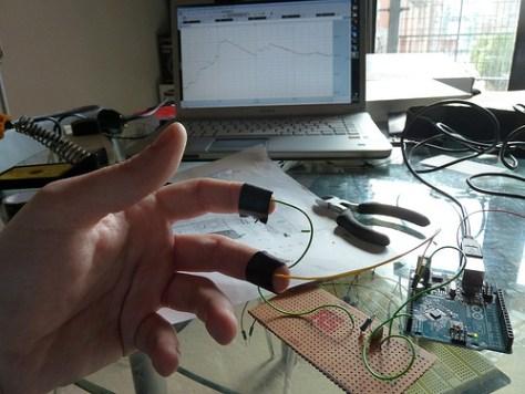 Building a rudimentary galvanic skin response sensor