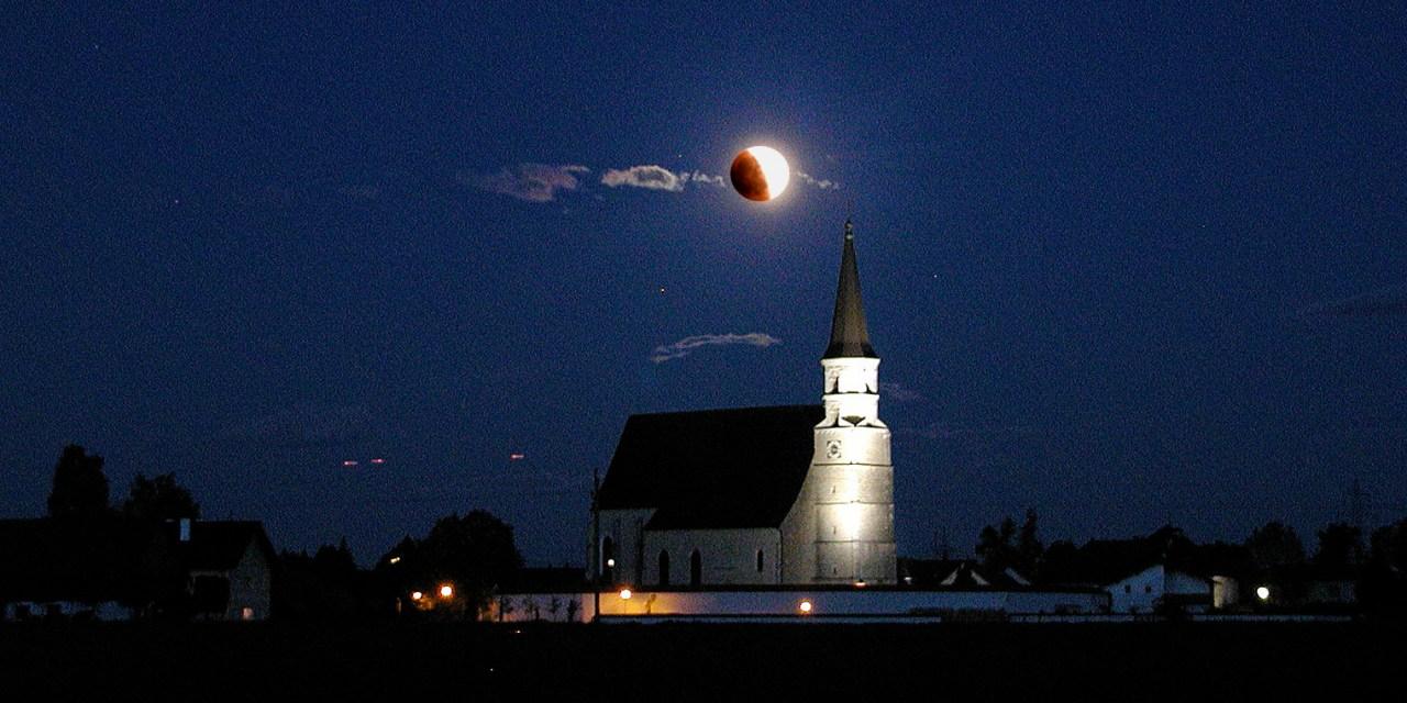 Woher kommt der Schatten auf dem Mond?