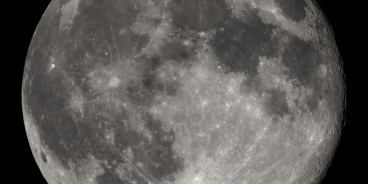 Warum ist der Mond so rund?