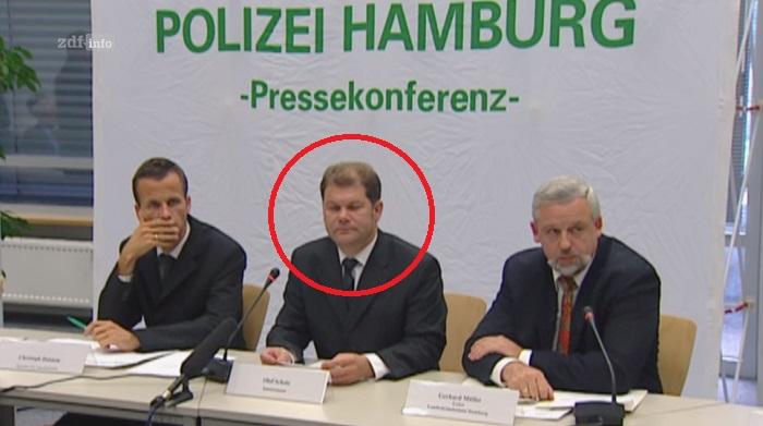 """SPD-Kanzlerkandidat Olaf Scholz war 2001 Innensenator von Hamburg (Screenshot aus der ZDF-Doku """"9/11-Verschwörung in Hamburg)."""