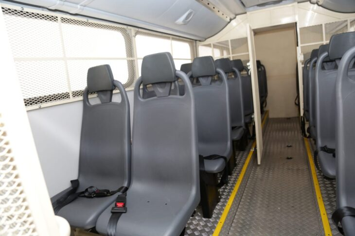 Entrega de viaturas para o sistema penitenciario 11 Governador entrega veículos para transporte de detentos