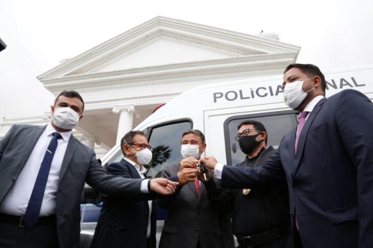 Entrega de viaturas para o sistema penitenciario 6 Governador entrega veículos para transporte de detentos