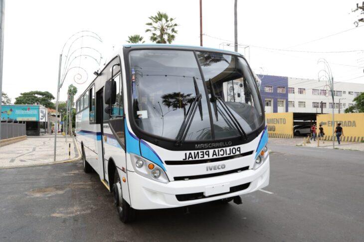Entrega de viaturas para o sistema penitenciario 9 Governador entrega veículos para transporte de detentos
